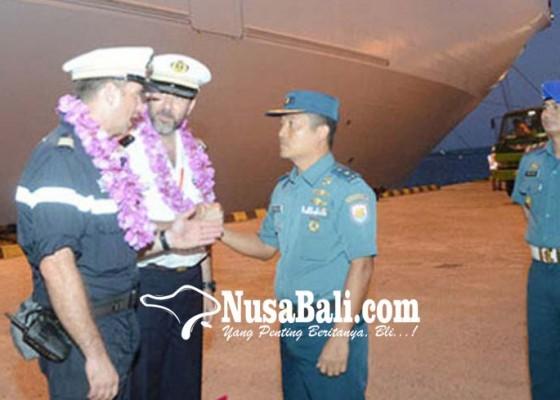 Nusabali.com - dua-kapal-perang-prancis-sandar-di-bali