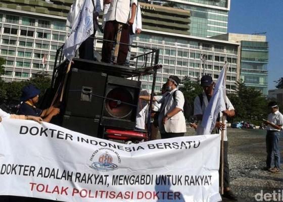 Nusabali.com - para-dokter-tuntut-reformasi-jkn