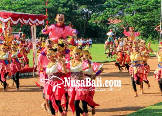 Nusabali.com - tari-makepung-massal-meriahkan-peringatan-hardiknas