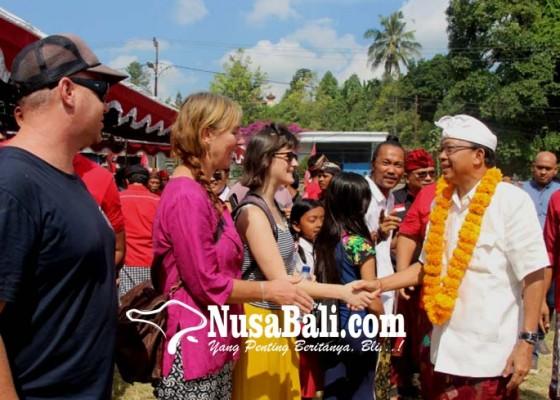Nusabali.com - kampanye-koster-ace-jadi-tontonan-wisman