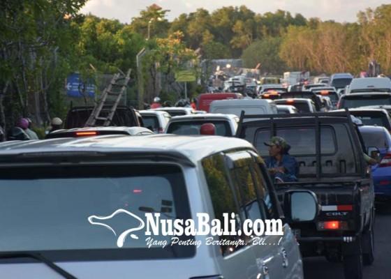 Nusabali.com - arus-lalu-lintas-jalur-kuta-nusa-dua-macet