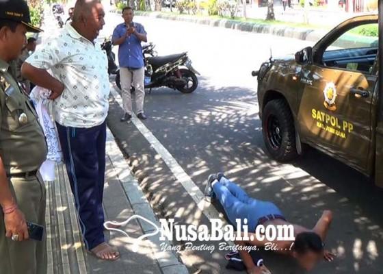 Nusabali.com - pakai-seragam-sekolah-lain-dihukum-push-up