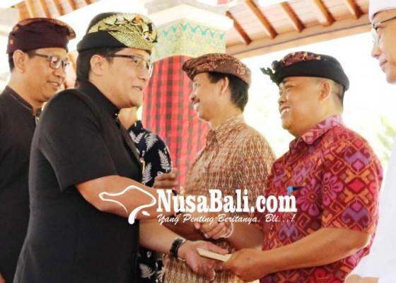 Nusabali.com - bupati-serahkan-hibah-rp-94-miliar-di-kuta-dan-kuta-selatan