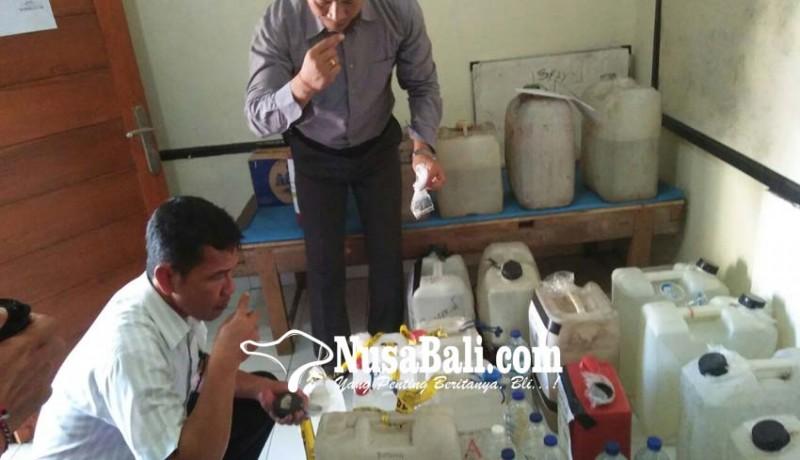 www.nusabali.com-polres-klungkung-amankan-366-liter-arak