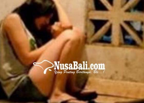 Nusabali.com - dicekoki-miras-mantan-pacar-diperkosa-bergiliran
