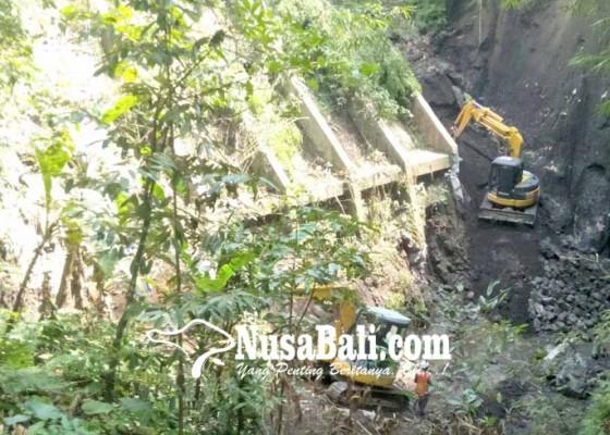 Nusabali.com - dinas-pupr-bali-perbaiki-jalan-jebol-di-bebalang