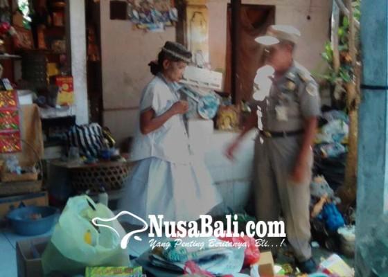Nusabali.com - depresi-rumah-sendiri-dilempari-bata