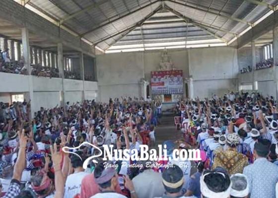 Nusabali.com - suwasta-disambut-ribuan-pendukung-di-nusa-penida