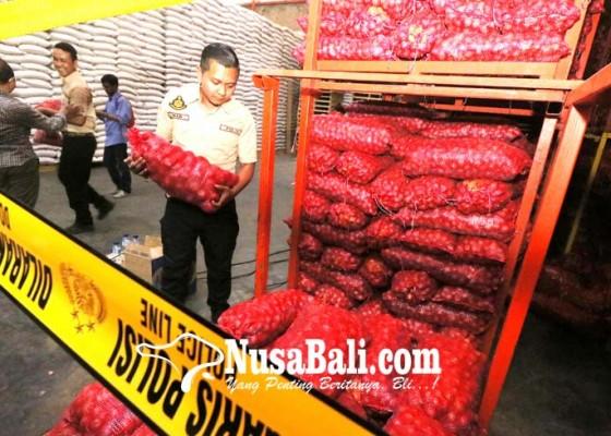 Nusabali.com - satgas-pangan-polri-sita-70-ton-bawang-ilegal