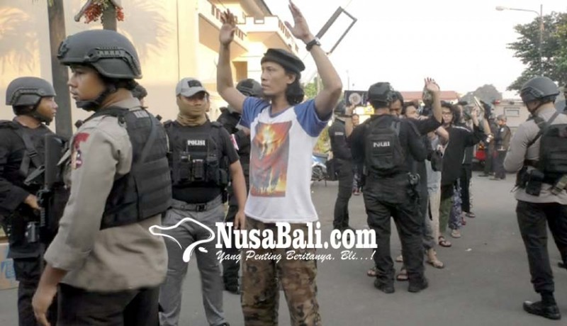 www.nusabali.com-155-teroris-dibawa-ke-nusakambangan