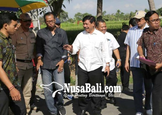 Nusabali.com - pj-bupati-rochineng-tinjau-pembangunan-fasilitas-umum