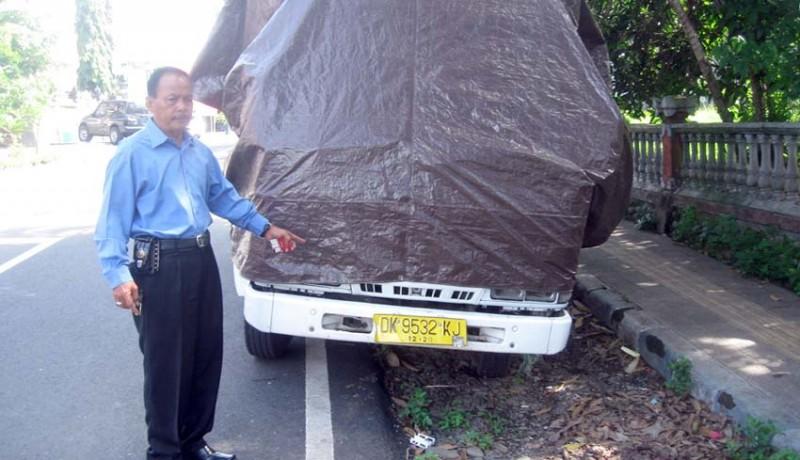 www.nusabali.com-dipecat-karyawan-rusak-truk-mantan-bos