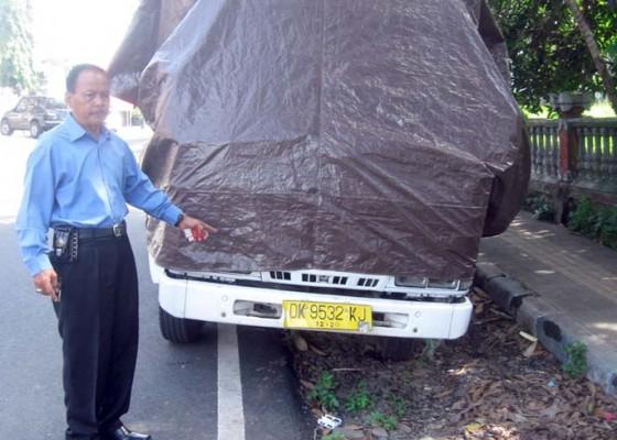 Nusabali.com - dipecat-karyawan-rusak-truk-mantan-bos