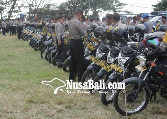 Nusabali.com - kapolres-cek-kesiapan-kendaraan-operasional