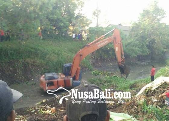 Nusabali.com - rawan-banjir-sungai-kaliakah-dikeruk
