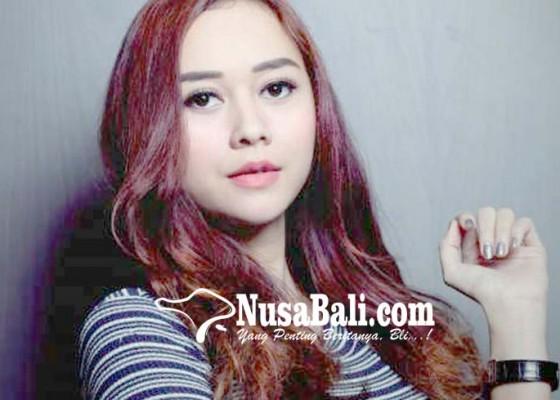 Nusabali.com - aura-kasih-disindir-curi-karya-orang-lain