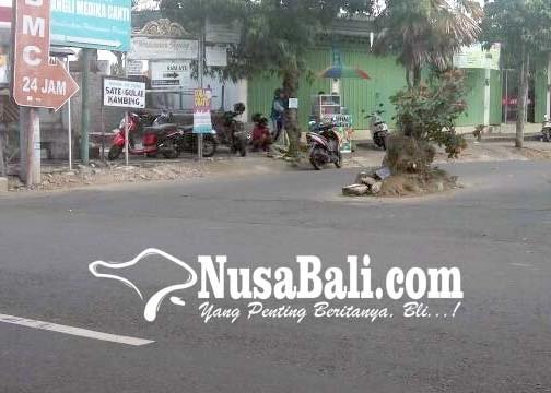 Nusabali.com - pulau-lalu-lintas-moh-hatta-rusak