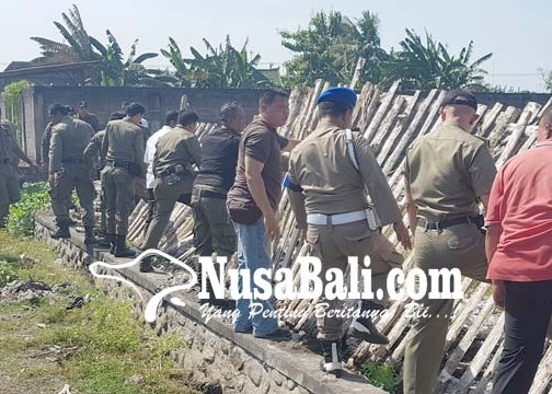 Nusabali.com - satpol-pp-bongkar-bangunan-di-tanah-negara