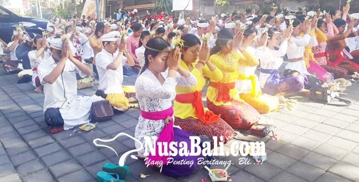 www.nusabali.com-calon-wisudawan-ihdn-denpasar-ikuti-prosesi-samawartana