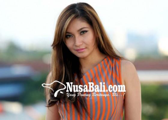 Nusabali.com - kaget-fotografernya-kena-bom
