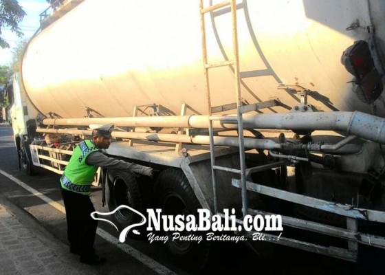 Nusabali.com - pelajar-tewas-digilas-truk