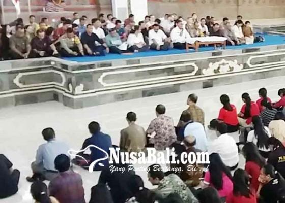 Nusabali.com - ribuan-mahasiswa-dan-dosen-undiksha-gelar-doa-bersama