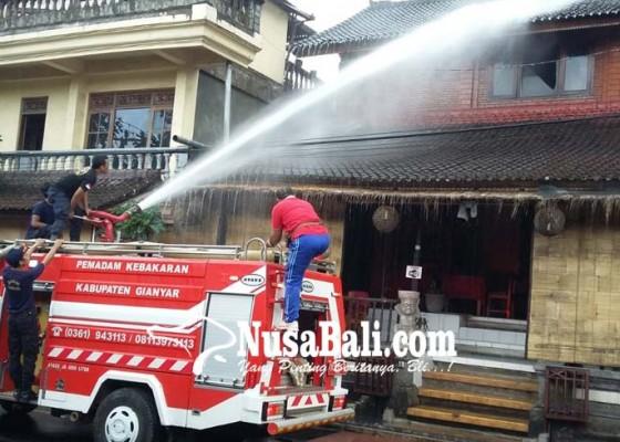 Nusabali.com - diduga-korsleting-listrik-galery-lukisan-terbakar