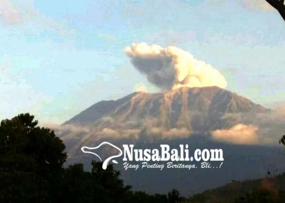 Nusabali.com - terpapar-abu-10-warga-balik-ke-pengungsian
