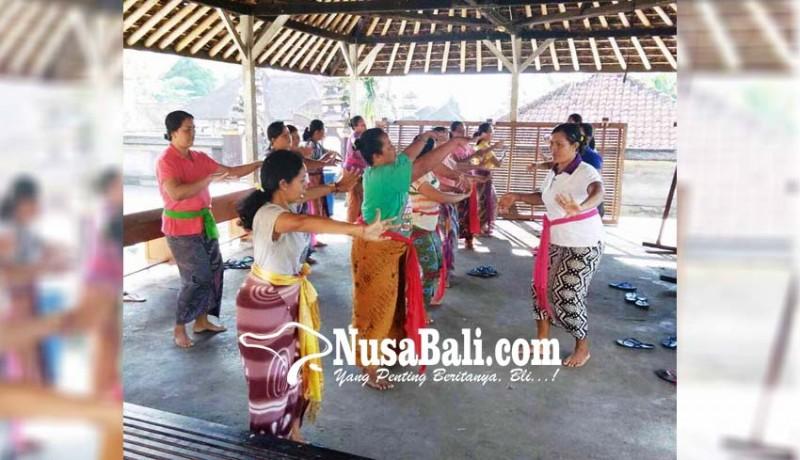 www.nusabali.com-padukan-tari-sakral-dan-maskot-desa