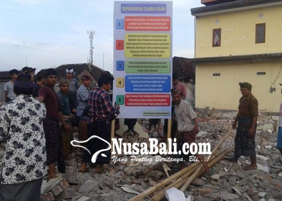Nusabali.com - pasar-keramas-dipasangi-spanduk