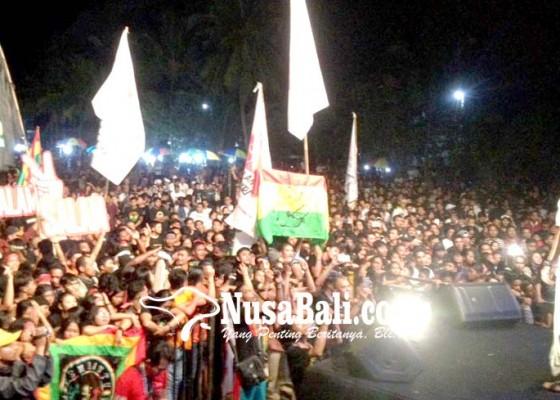Nusabali.com - konser-salam-2-jari-rekor-penonton-pecah-di-tabanan