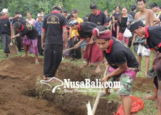 Nusabali.com - ibu-anak-korban-laka-dikubur-berdampingan