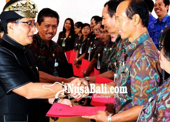 Nusabali.com - disdikpora-angkat-20-kepala-sekolah-baru