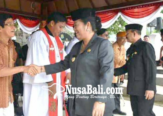 Nusabali.com - bupati-mas-sumatri-pimpin-ikrar-pemuka-lintas-agama