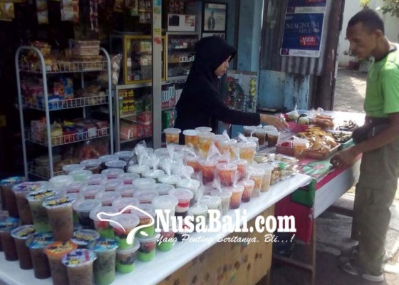 Nusabali.com - dulu-hanya-kolak-kini-tersedia-beragam-kue-dan-minuman