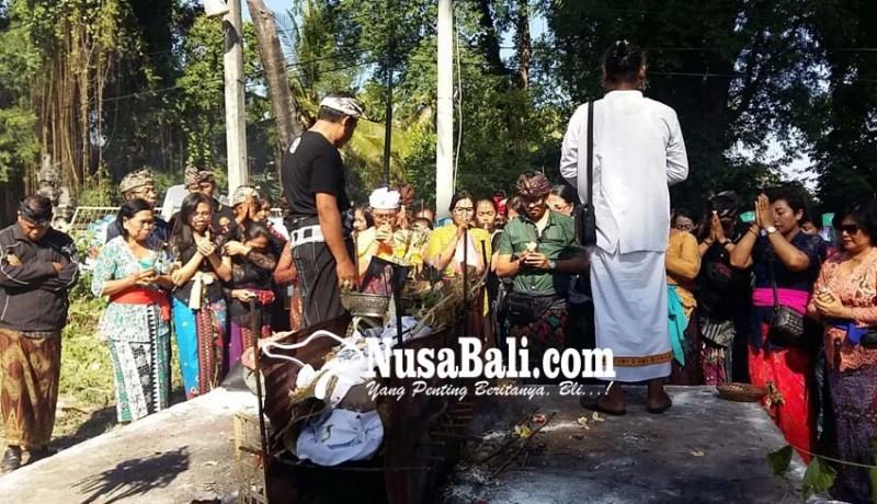 www.nusabali.com-isak-tangis-iringi-pengabenan-susik-bondres