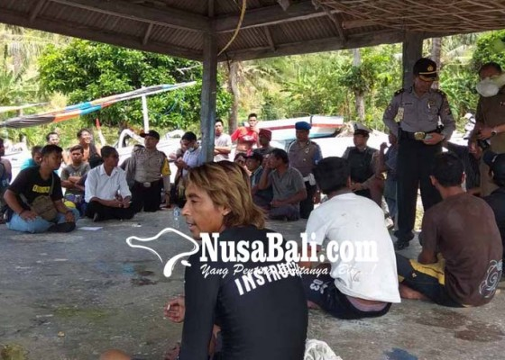 Nusabali.com - tanpa-ktp-21-nelayan-digiring-petugas