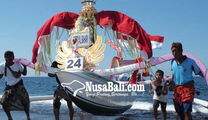 www.nusabali.com-79-jukung-berlonba-di-festival-bahari