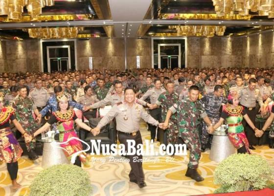 Nusabali.com - pangdam-dan-kapolda-kumpulkan-1373-personel-tnipolri