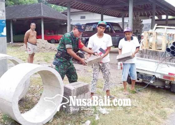 Nusabali.com - kodim-bantu-warga-miskin-6-unit-jamban