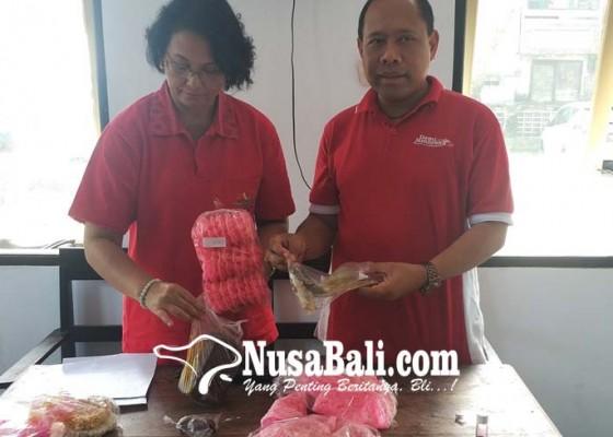 Nusabali.com - beh-pasar-murah-pemkab-jual-jaja-uli-berpewarna-tekstil