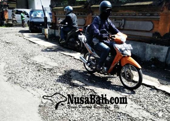 Nusabali.com - jalan-masauk-rsu-bangli-rusak