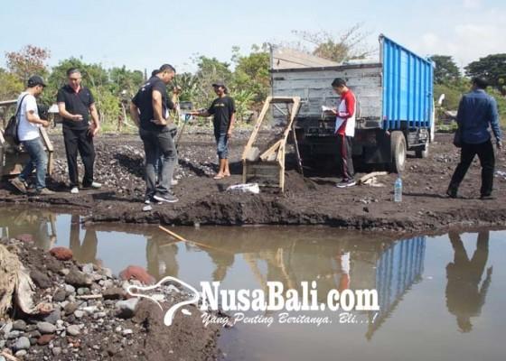 Nusabali.com - penambang-pasir-lari-terbirit-birit