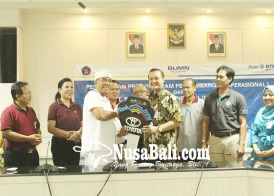 Nusabali.com - undiksha-terima-tiga-mobil-vios-dari-bank-btn