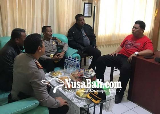 Nusabali.com - nyamar-jadi-warga-biasa-kapolda-bali-sidak-empat-polsek