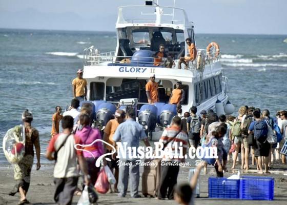 Nusabali.com - jelang-galungan-angkutan-penumpang-dermaga-sanur-meningkat