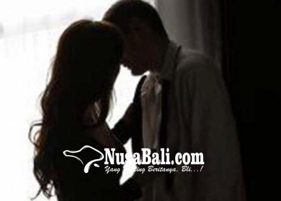 Nusabali.com - ngaku-di-rumah-nenek-mertua-ternyata-selingkuh