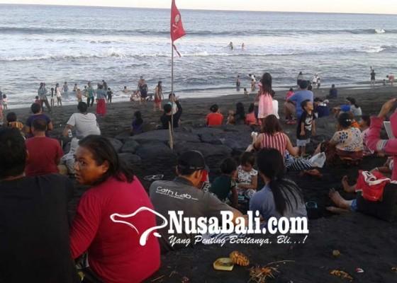Nusabali.com - gelombang-tinggi-pasang-bendera-merah