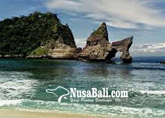 Nusabali.com - umanis-galungan-warga-serbu-pantai-nusa-penida