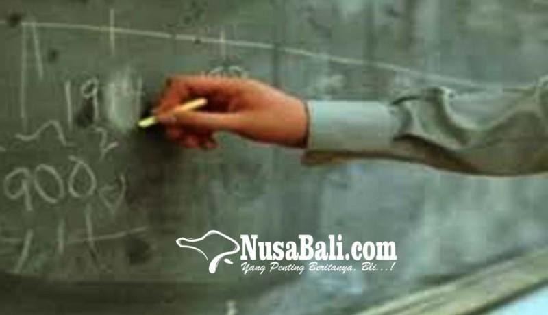 www.nusabali.com-seorang-guru-agama-islam-di-karangasem-h-suhaini-sag-mengajar-di-enam-sekolah
